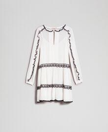 Kleid aus Georgette mit Mikrorüschen und Spitze Zweifarbig Schneeweiß / Schwarz Frau 192TP2573-0S