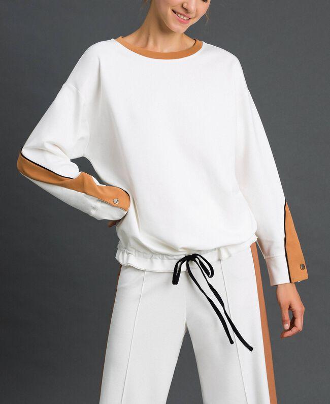 Sweatshirt mit Kontraststreifen und Tunnelzug Elfenbein / Kamelbeige Frau 192LI2HAA-01