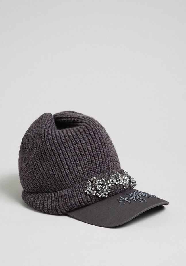Knit beret with embroidered visor