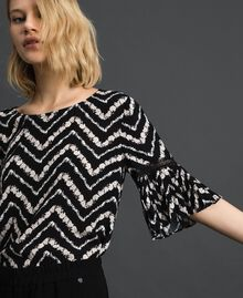 "Floral and chevron print blouse Black / ""Snow"" Chevron Print Woman 192TP252A-04"