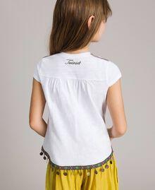 T-Shirt aus Jerseystoff mit Mini-Medaillen Weiß Kind 191GJ2053-03