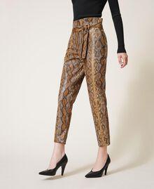 Pantalon en similicuir animalier Imprimé Serpent Noisette / Tabac Femme 202TT2225-02