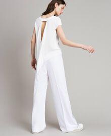 Krepp-T-Shirt mit Ausschnitt Weiß Frau 191LL23CC-05