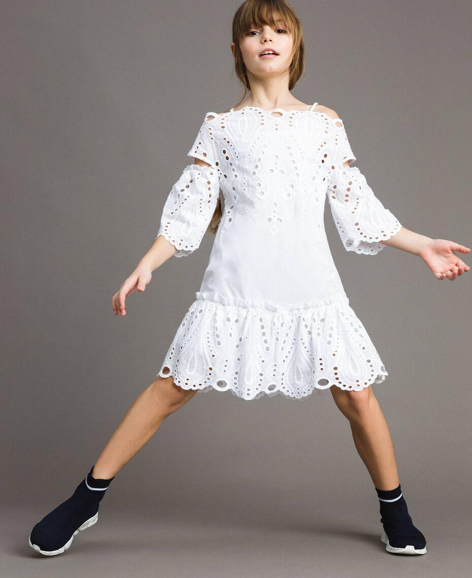 Musselin-Kleid mit Lochstickerei-Verzierung Weiß Kind 191GJ2620-0S