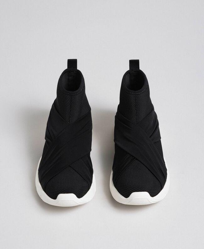Chaussures de running avec perles et entrecroisement Noir Femme 192MCP068-05