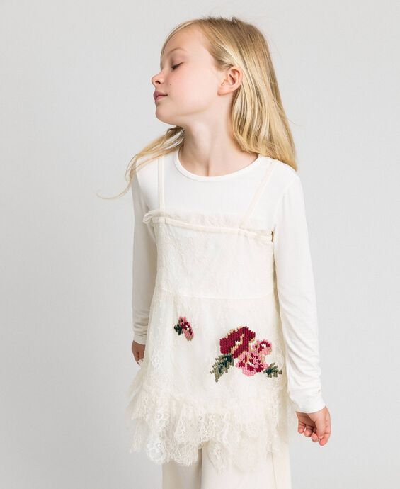Round neck T-shirt and rose lace top