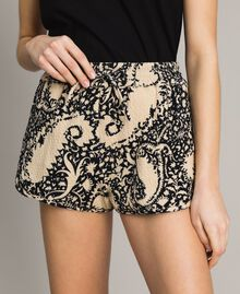 Matelassé cotton print shorts Stamped Print Woman 191TT2192-04