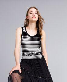 Top à rayures bicolores avec ruches Rayure Noir / Blanc Nacre Femme JA83BQ-01