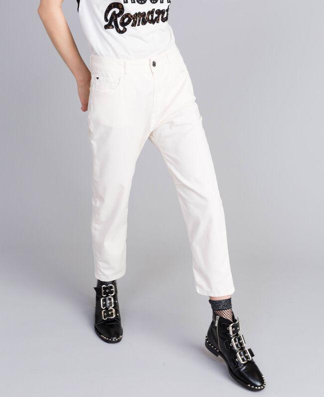 Pantalon girlfriend en gabardine stretch Nacre Femme JA82W4-01
