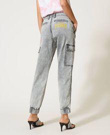 Jeans mit Cargotaschen Denim-Grau Frau 211MT256A-05