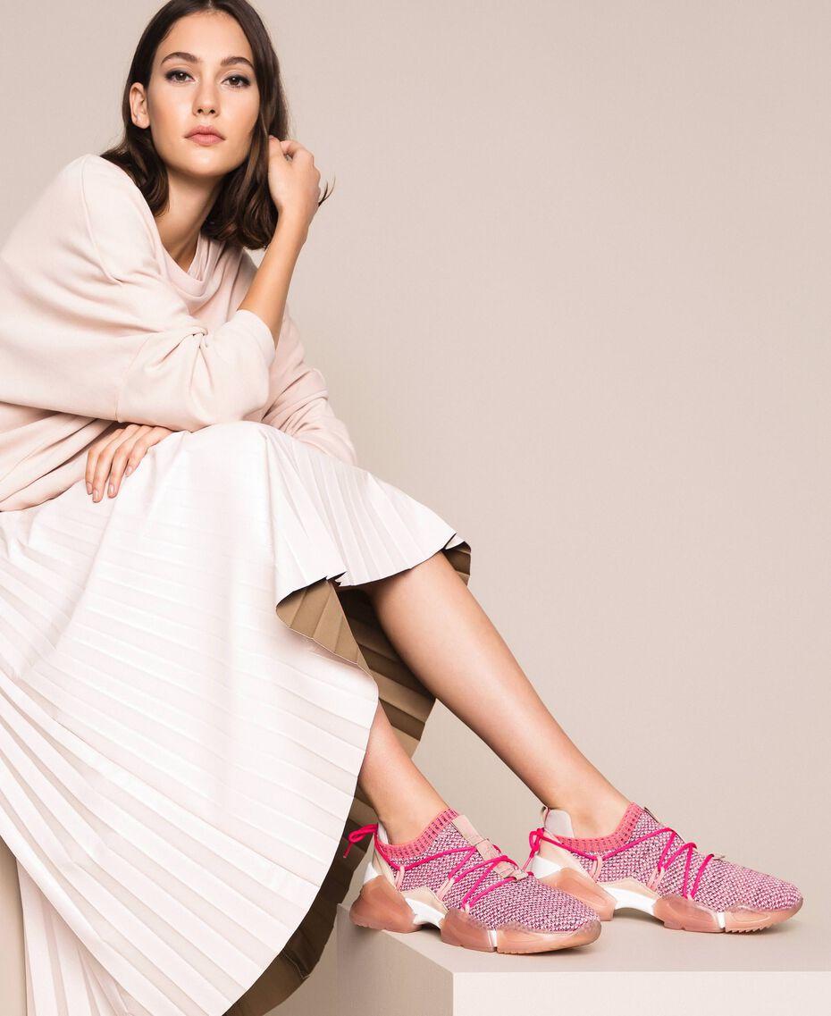 Textillaufschuh mit Neondetails Zweifarbig Rosa / Neonfuchsia Frau 201TCP154-0S