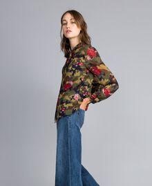 Camisa con estampado de rosas y camuflaje Estampado Camuflaje Flores Rosas Mujer JA82PB-02