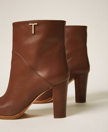 Leather ankle boots Leather Brown Woman 202TCT082-01