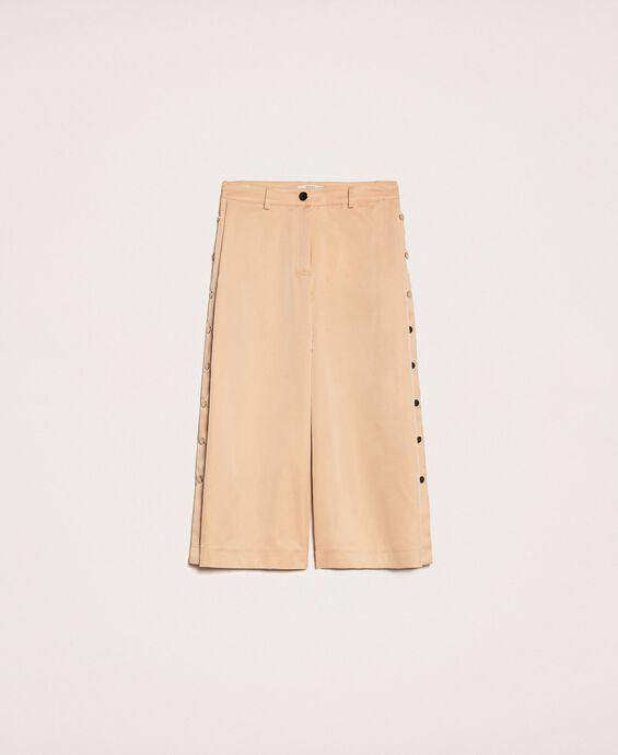 Укороченные брюки на пуговицах
