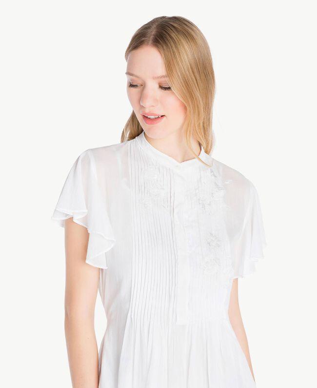 Kleid aus Musselin Mattweiß Frau YS82HN-04