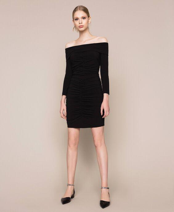 Платье-футляр со сборками