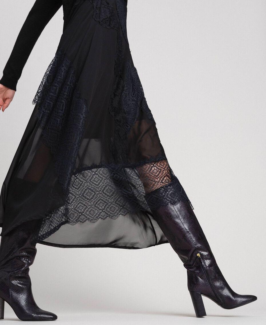 Hoher Stiefel aus Leder mit Animal-Dessin Pythonprint Pink Mousse Frau 192TCP108-0S