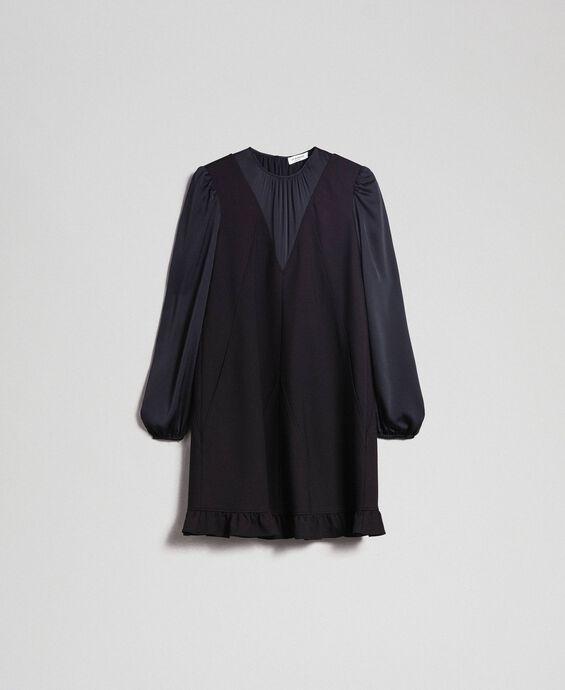 Kleid mit Einsätzen aus Satin und Volant