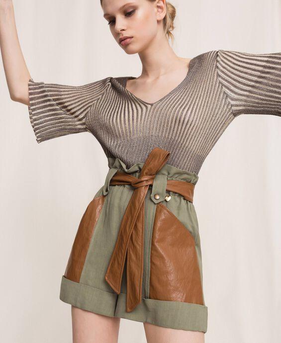 Shorts aus Canvas und Lederimitat