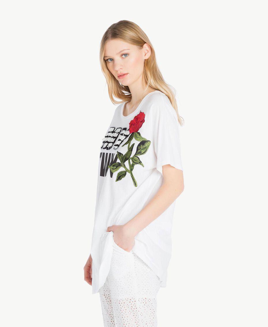 Maxi-T-Shirt mit Stickerei Weiß Frau YS825F-02