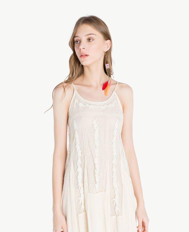 Langes Kleid mit Stickereien Elfenbein Frau TS82BD-04