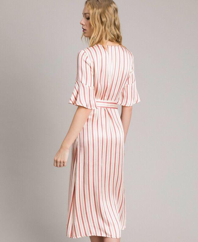Gestreiftes Satin-Wickelkleid Streifen Pearl Pink Frau 191TP2459-03