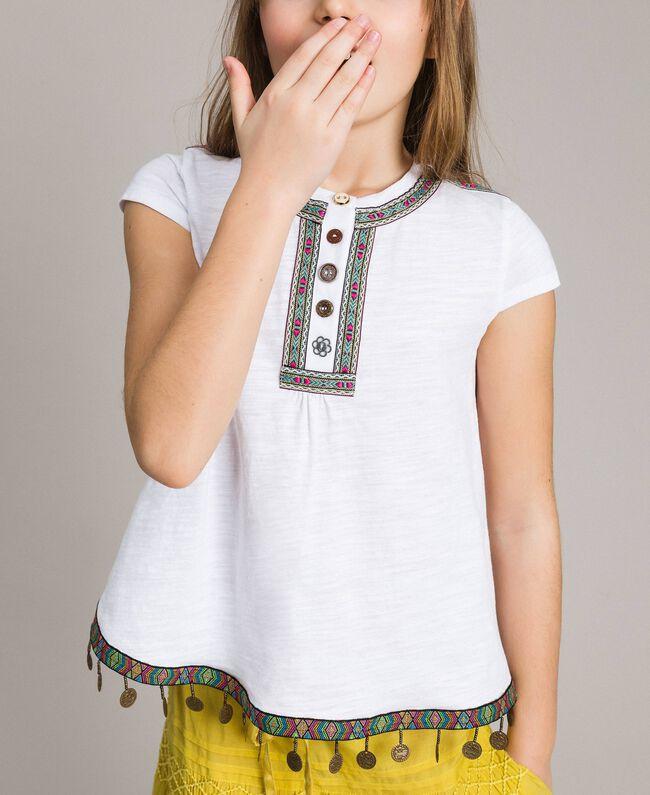 T-Shirt aus Jerseystoff mit Mini-Medaillen Weiß Kind 191GJ2053-04