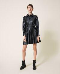 Kleid aus Lederimitat mit Gürtel und Volant