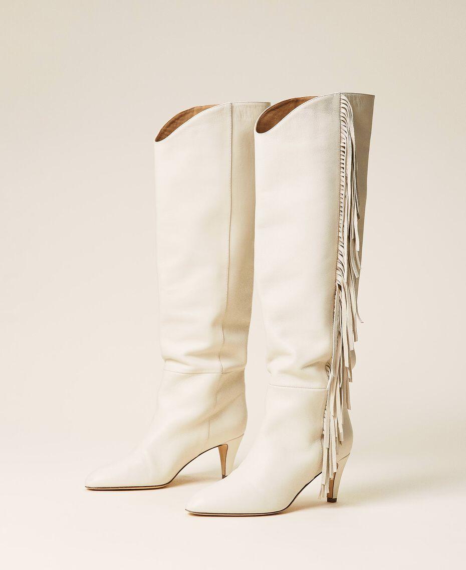 Hoher Stiefel aus Leder mit Fransen Weiß Schnee Frau 212TCP10G-03