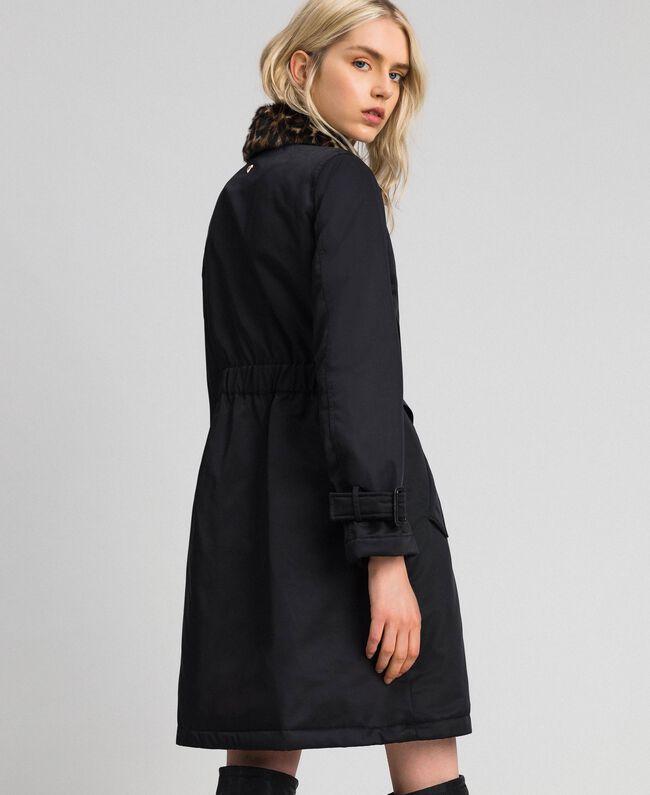 Mantel aus technischem Satin mit Animal-Kragen Schwarz Frau 192MP2121-03