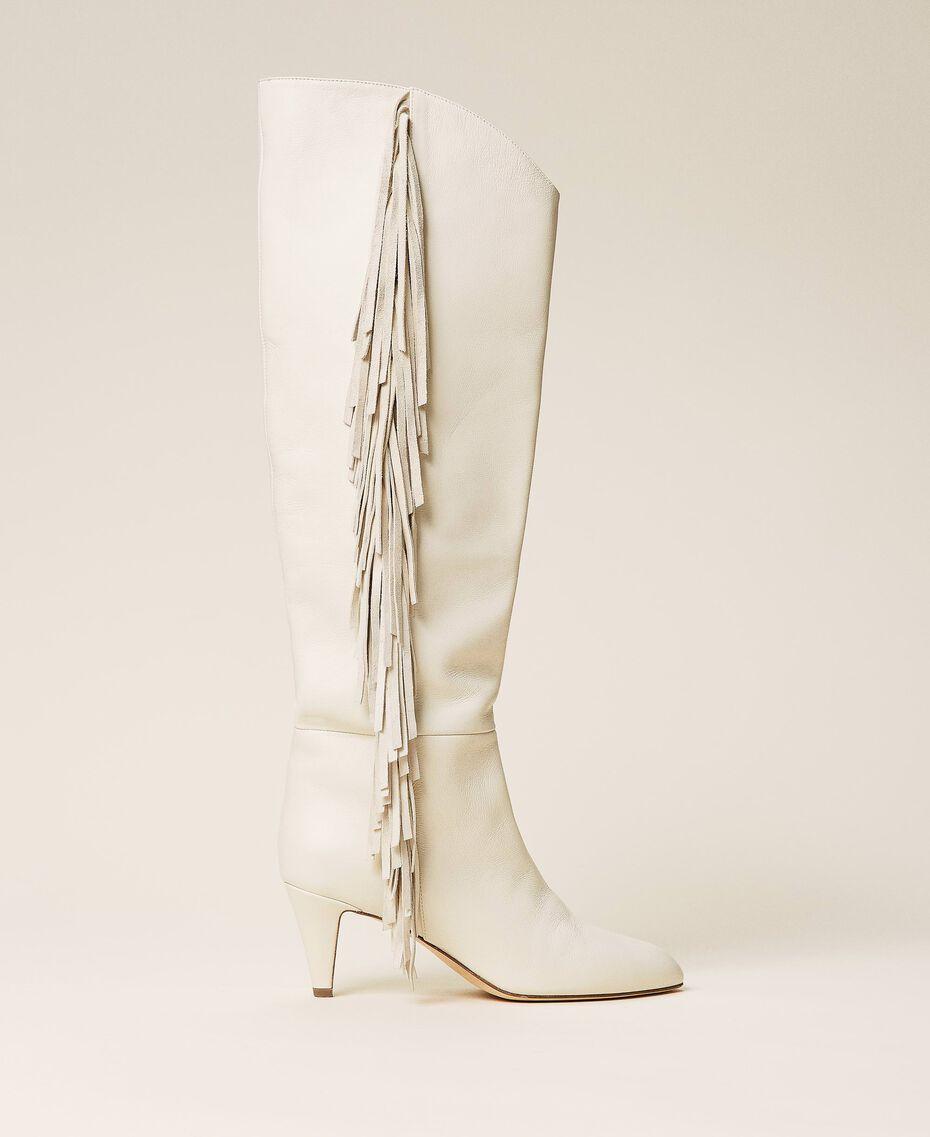 Hoher Stiefel aus Leder mit Fransen Weiß Schnee Frau 212TCP10G-01