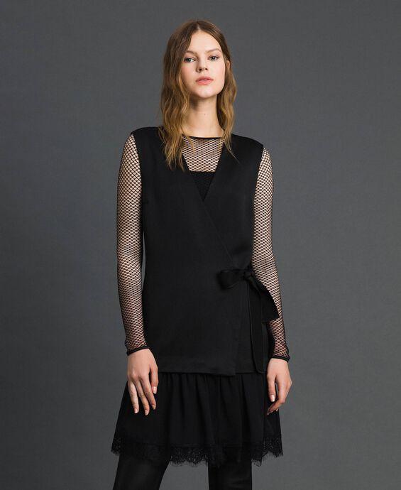 Kleid mit Bindeschleife und Spitzenvolant