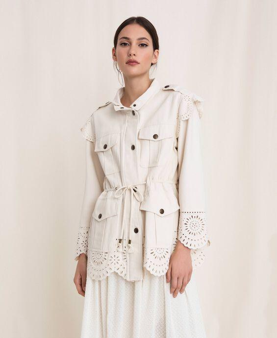 Парусиновая куртка с вышивкой сангалло