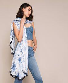 Étole imprimée de bouquets fleuris Imprimé Fleurs Blanc Optique / Bleu «Indigo» Femme 201MO5301-0S