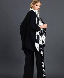 Poncho avec incrustation en losanges et broderie Noir Incrustation Femme 192TA4402-03