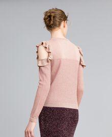 Pullover aus Lurexjacquard mit Rüschen Hellrosa / Lurex Frau PA834E-03
