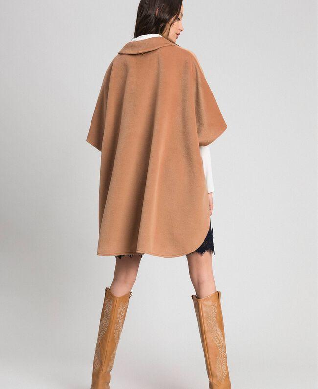 "Накидка из бархатного сукна Бежевый ""Верблюжий мех"" женщина 192LI2DDD-03"
