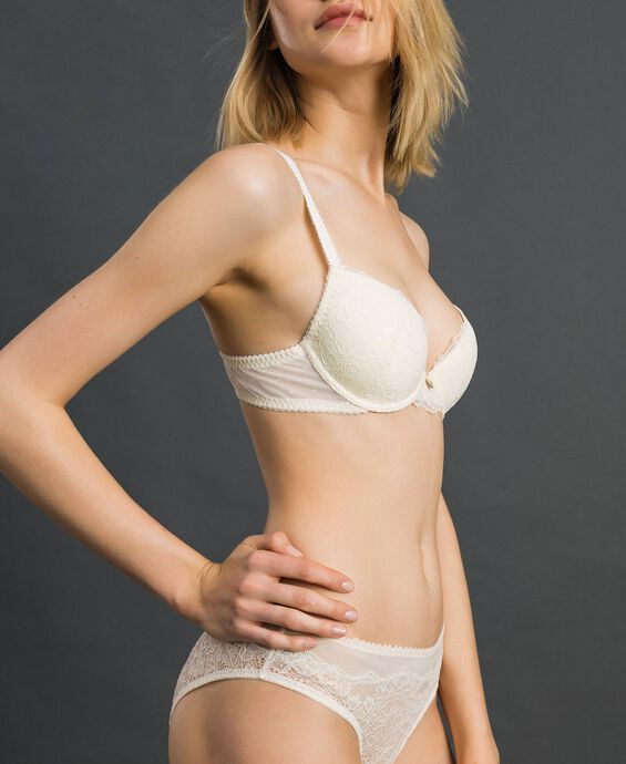 Push-up bra with lace and tulle