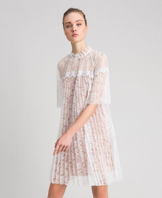 Kleid aus Plisseespitze