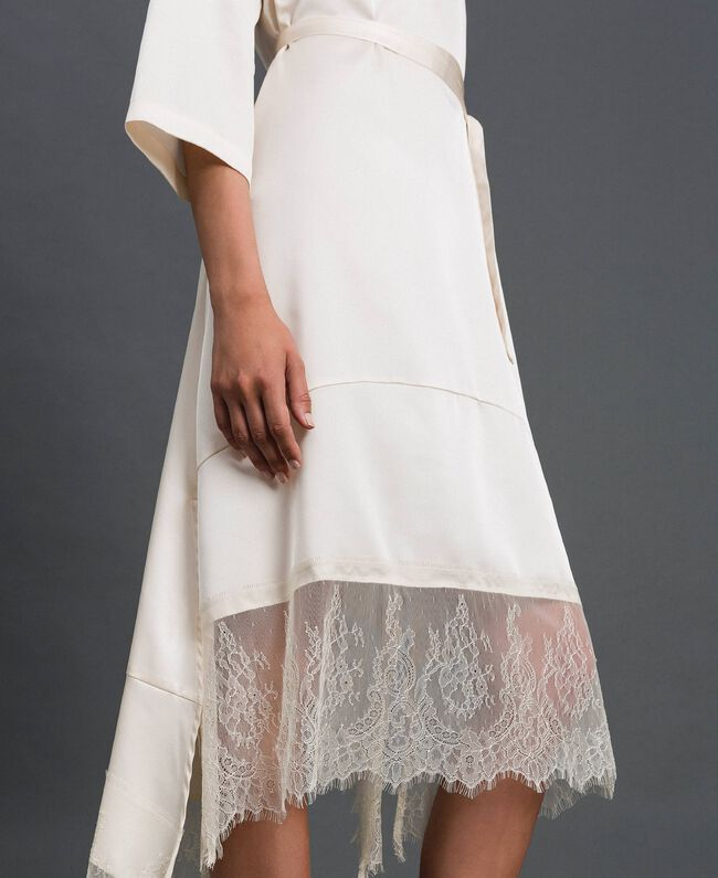 Robe en satin avec volants et dentelle Blanc Vanille Femme 192MP213A-04