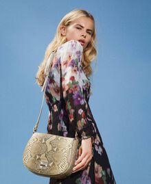 Umhängetasche aus Leder mit exotischer Prägung Pythonprägung Pastel Skin Frau 202TD8050-0S