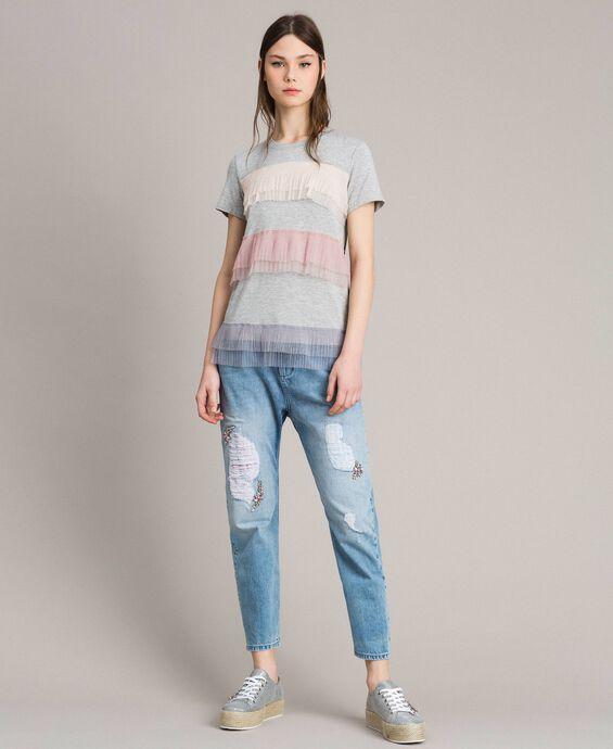Jeans girlfriend con rotture e ricami