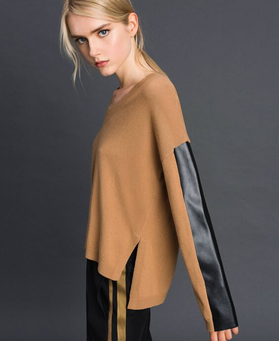 Maglia in lana e cashmere con similpelle