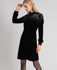 Kleid aus Samt mit Spitze Schwarz Frau 192TT2424-01