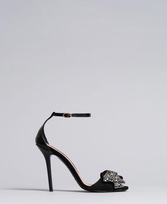 Sandali alti in pelle scamosciata con fiocco