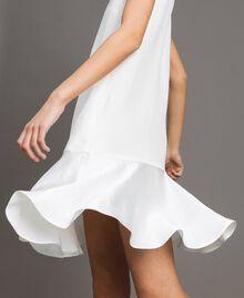 Leinen-Kleid aus Enver-Satin mit Volant Weiß Schnee Frau 191TT2304-04