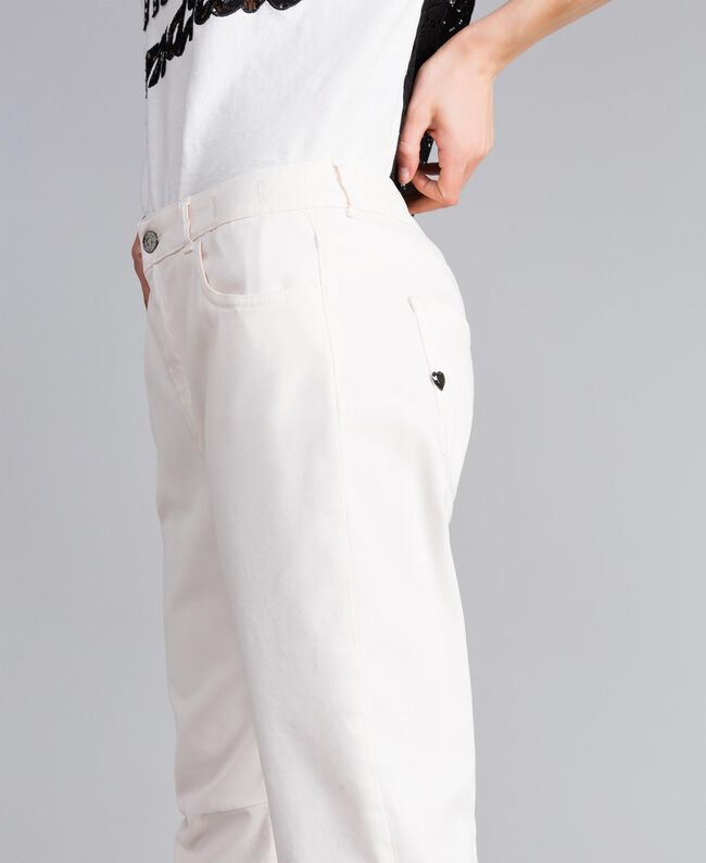 Pantalon girlfriend en gabardine stretch Nacre Femme JA82W4-04
