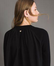 Sweatshirt mit Spitzendetails Schwarz Frau 191MP2324-04