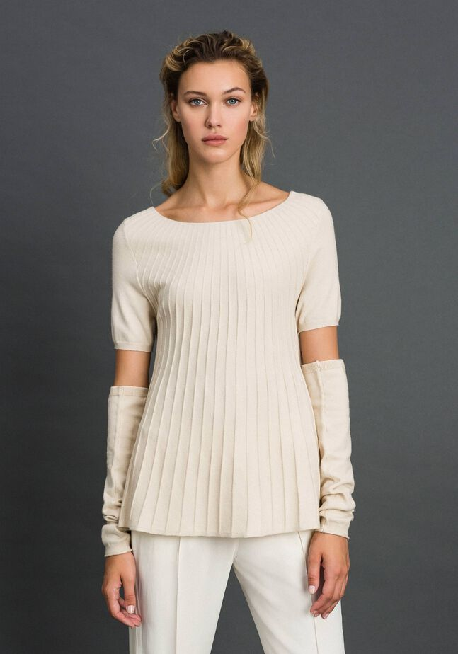 Pleated jumper with separate sleeves