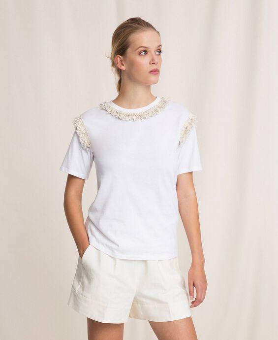 T-Shirt mit Fransen und Perlenstickerei